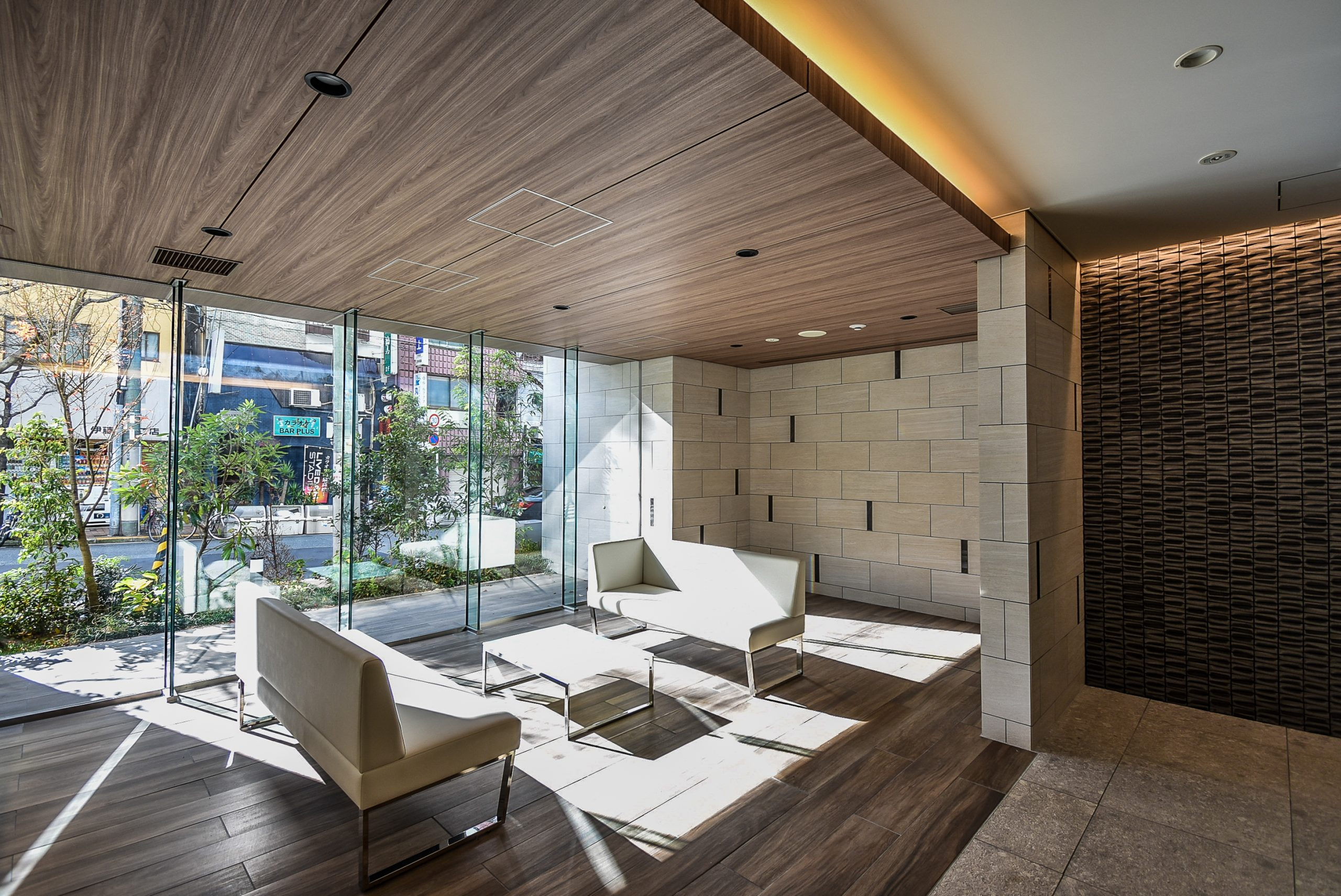 Lobby area of Opus Residence Shinsaibashi South, located in the Matsuyamachi area of Osaka Chuo-ku.